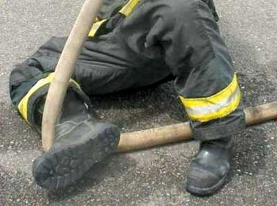 (12) Close-up of the sliding leg with the hose and the contact point.