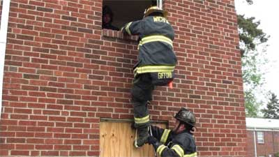 On masonry buildings, use a short webbing loop in conjunction with a six-foot roof hook to create the second step using a knee and the top of the hook.