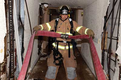 2 1⁄2-inch hose must remain in a