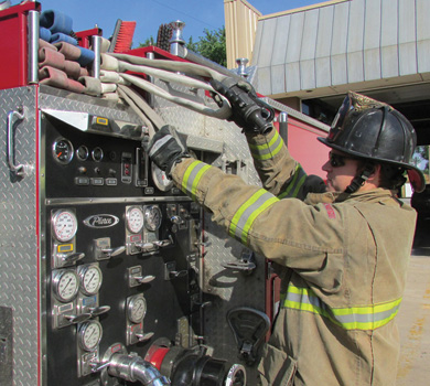 When making the single-firefighter stretch, the firefighter grasps the nozzle and nozzle loop in one hand while grasping the backup firefighter loop with the other hand.