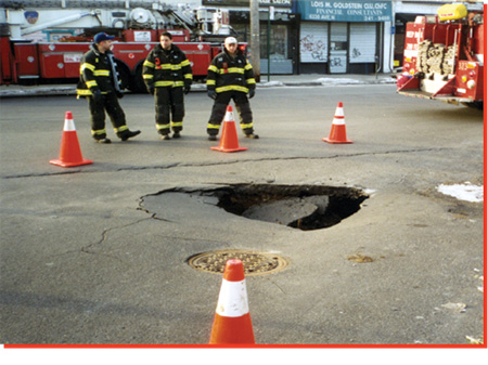 (2) Keep all but the most necessary personnel away from the edge of the sinkhole.