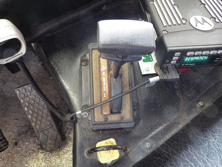 Set the transmission selector in neutral; set the parking brake.