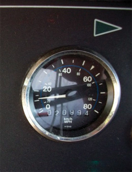 The speedometer indicates the apparatus is in pump mode.
