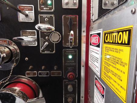 (9) A manual throttle control.