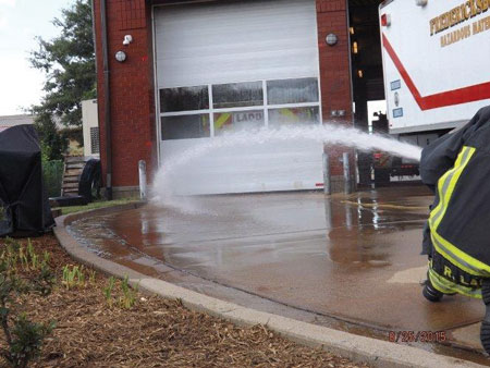 (11) The water is applied in the same manner, only this time personnel use a 15⁄16-inch smooth bore nozzle pumping at 40-psi nozzle pressure. Pumping the line at this nozzle pressure gave us a flow of approximately 165 gpm.