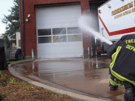 (8) The water is applied in the same manner, only this time personnel use a 15⁄16-inch smooth bore nozzle pumping at 40-psi nozzle pressure. Pumping the line at this nozzle pressure gave us a flow of approximately 165 gpm.