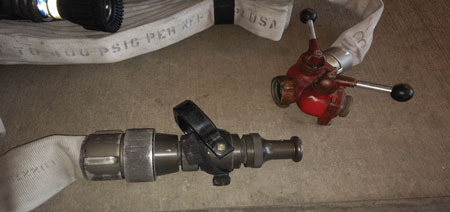 (4) Remove the tip from the wye and place it on the gated ball valve for 2½-inch flows.