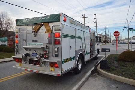 (2) Even with emergency lights and sirens activated, fire apparatus operators must come to a complete stop at negative right-of-way intersections such as stop signs and red lights. Assuming that other drivers will see or hear you could lead to a serious crash.