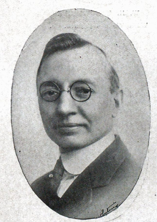 FRED B. ALGER Sales Manager Maxim Motor Co.