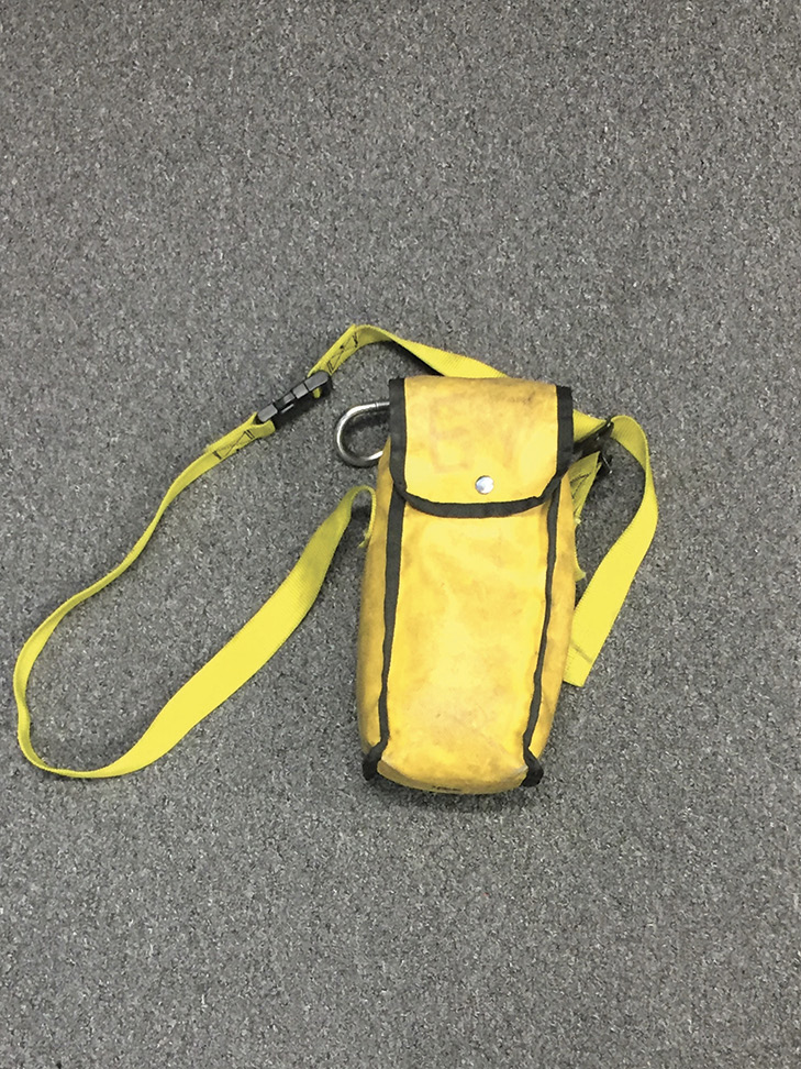 A standard search rope bag equipped with distance knots.