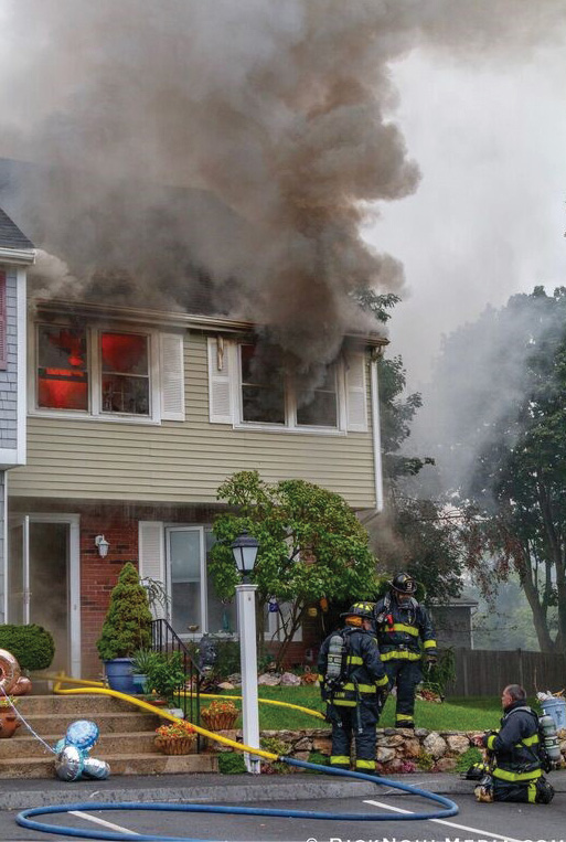 Wedgewood Road: Firefighters regroup outside to take up defensive positions. (Photo by RickNohlMedia.com.)