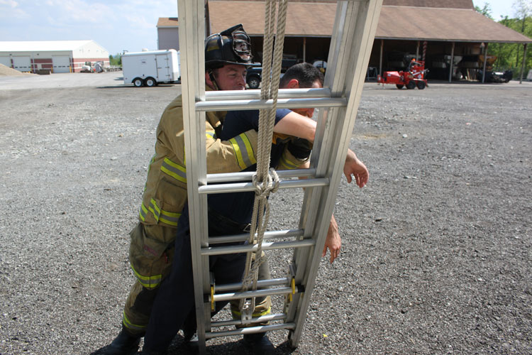 Moving the victim off the ladder