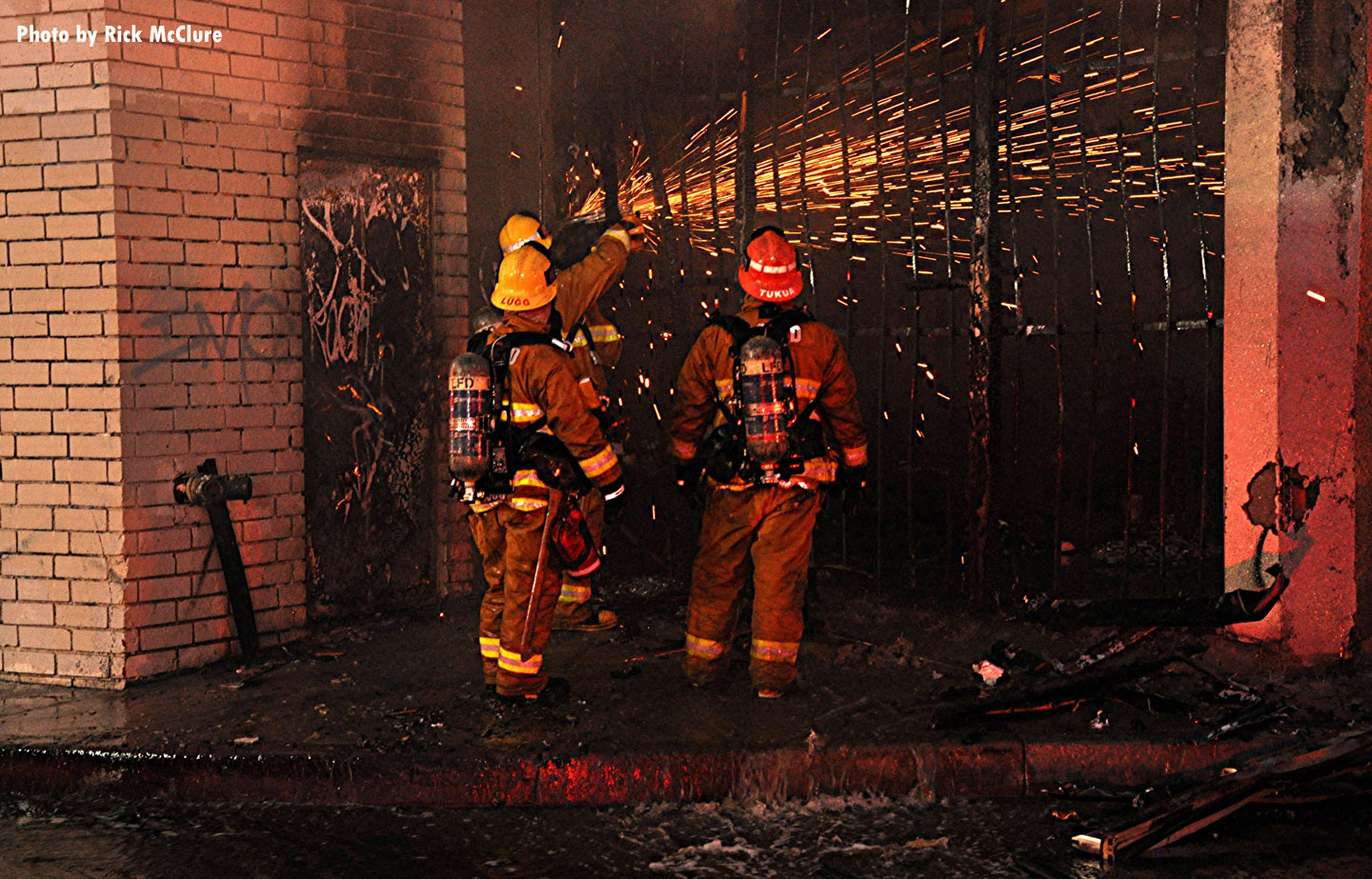The building on Sepulveda Boulevard was five stories tall and reportedly vacant.
