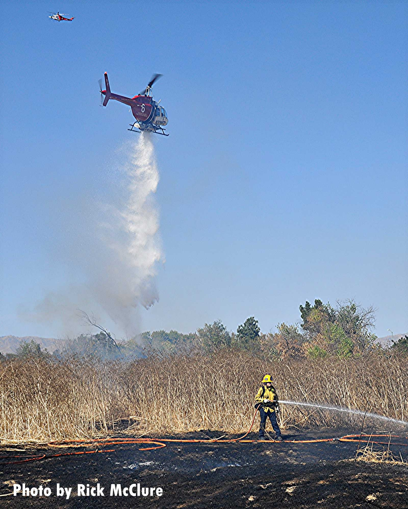 Copter makes drop on L.A. vegetation fire