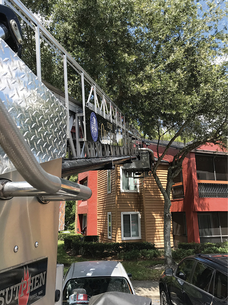 When retracting the boom, ensure no limbs will impede operations. Wedging a large branch or limb in the boom can cause damage to the apparatus or cease operations without warning.