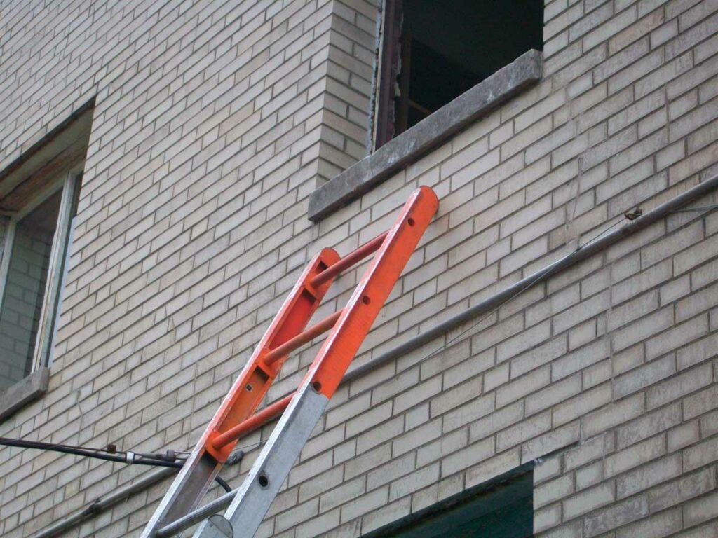 Orange ground ladder tip