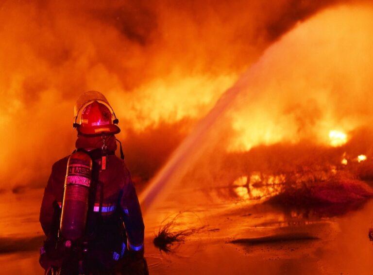 New Orleans (LA) Fire Department Continues Investigating Massive Wharf Fire